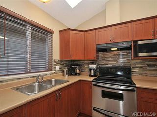 Photo 7: 104 Thetis Vale Cres in VICTORIA: VR Six Mile House for sale (View Royal)  : MLS®# 656097