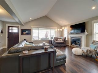 """Photo 5: 5533 PEREGRINE Crescent in Sechelt: Sechelt District House for sale in """"Silverstone Heights"""" (Sunshine Coast)  : MLS®# R2397737"""