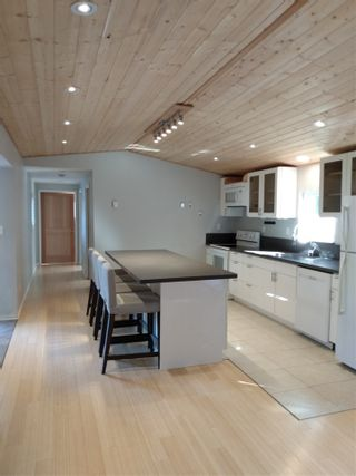 Photo 4: 5608 WAKEFIELD Road in Sechelt: Sechelt District Manufactured Home for sale (Sunshine Coast)  : MLS®# R2492795