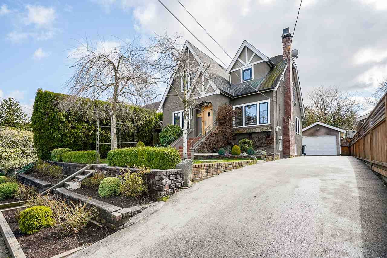 "Main Photo: 412 EIGHTH Avenue in New Westminster: GlenBrooke North House for sale in ""GlenBrook North"" : MLS®# R2555470"