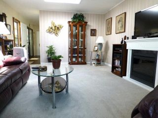 Photo 3: 2 7850 King George Boulevard in Surrey: East Newton Manufactured Home for sale : MLS®# F1418453