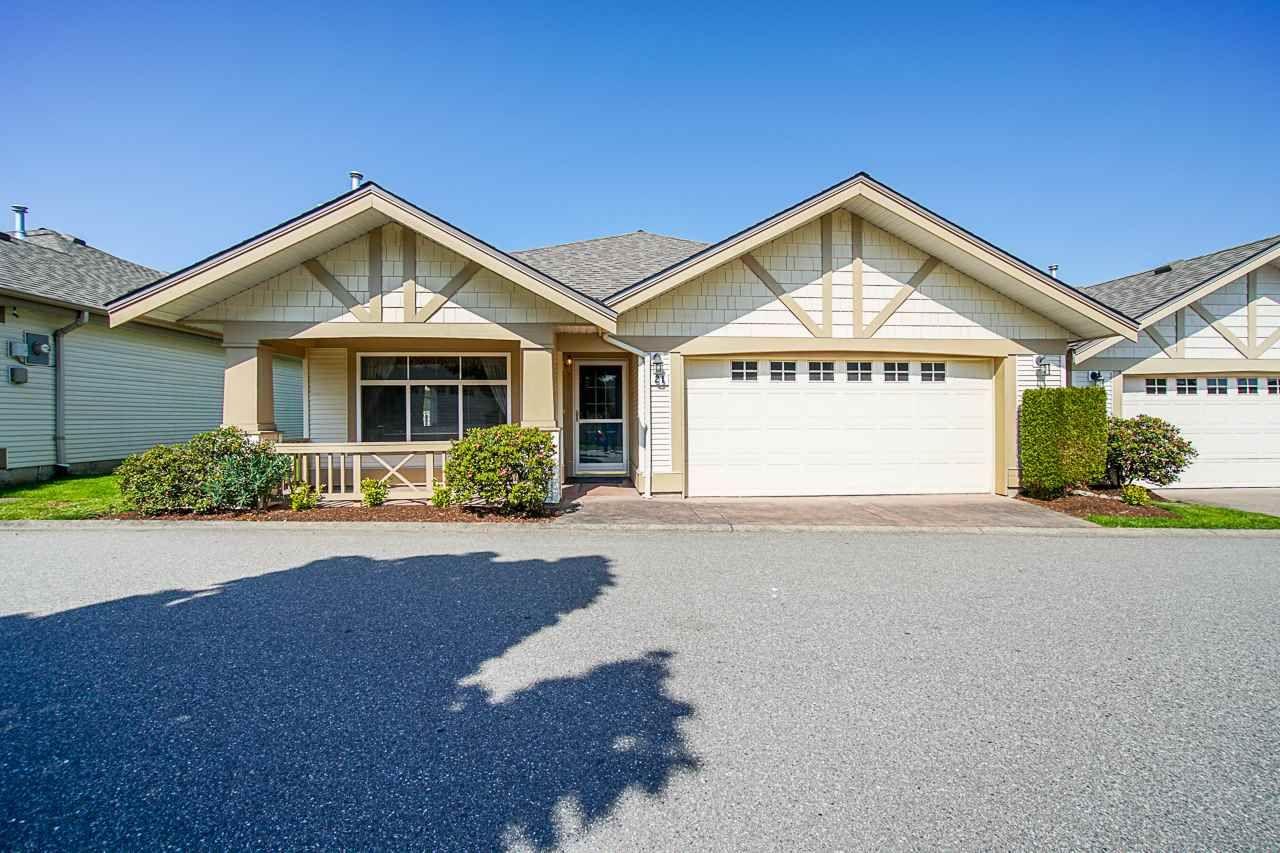 "Main Photo: 21 8555 209 Street in Langley: Walnut Grove Townhouse for sale in ""Walnut Grove"" : MLS®# R2374544"