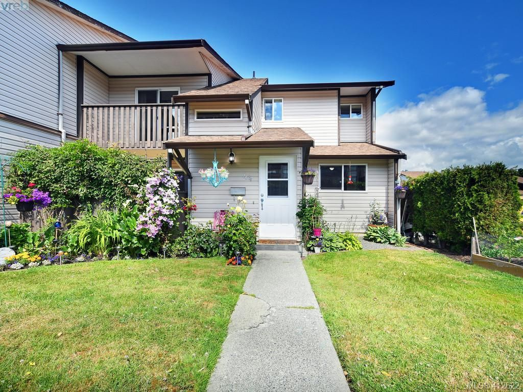 Main Photo: 44 1506 Admirals Rd in VICTORIA: VR Glentana Row/Townhouse for sale (View Royal)  : MLS®# 818183