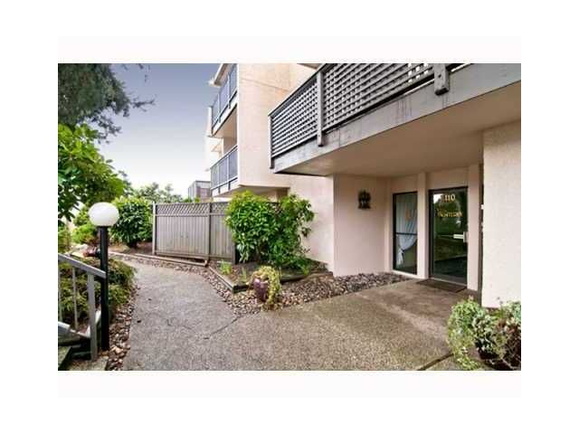 """Main Photo: 306 110 7 Street in New Westminster: Uptown NW Condo for sale in """"VILLA MONTEREY"""" : MLS®# V929454"""