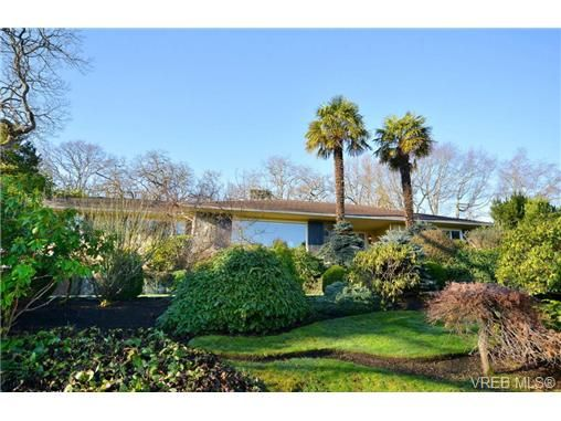 Main Photo: 3220 Beach Dr in VICTORIA: OB Uplands House for sale (Oak Bay)  : MLS®# 691250