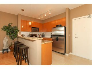 "Photo 5: 506 14 E ROYAL Avenue in New Westminster: Fraserview NW Condo for sale in ""VICTORIA HILL"" : MLS®# R2526289"