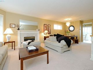 Photo 4: 4001 Santa Rosa Pl in VICTORIA: SW Strawberry Vale House for sale (Saanich West)  : MLS®# 780186