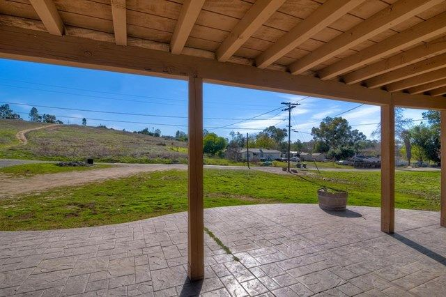 Main Photo: 1939 Greenview Rd in Escondido: Residential for sale (92026 - Escondido)  : MLS®# 180005322