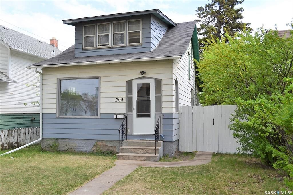 Main Photo: 204 f Avenue South in Saskatoon: Riversdale Residential for sale : MLS®# SK864405