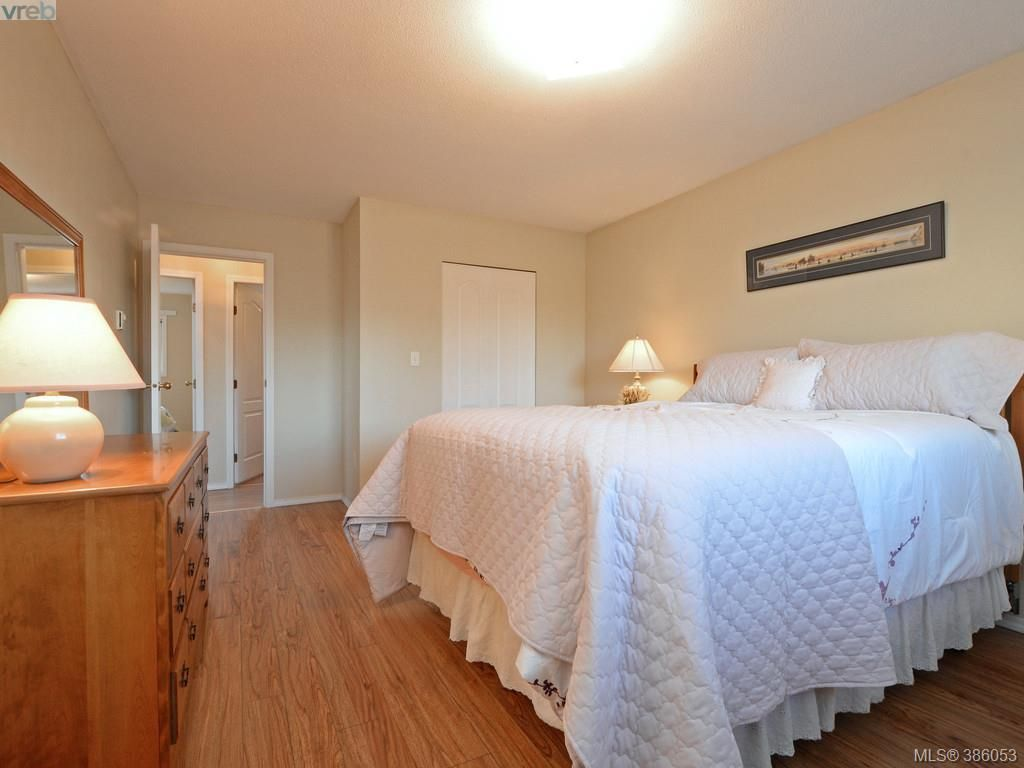 Photo 12: Photos: 11 Quincy St in VICTORIA: VR Hospital House for sale (View Royal)  : MLS®# 775790