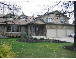 Photo 1: 39 STANFORD Bay in WINNIPEG: River Heights / Tuxedo / Linden Woods Single Family Detached for sale (South Winnipeg)  : MLS®# 2718335