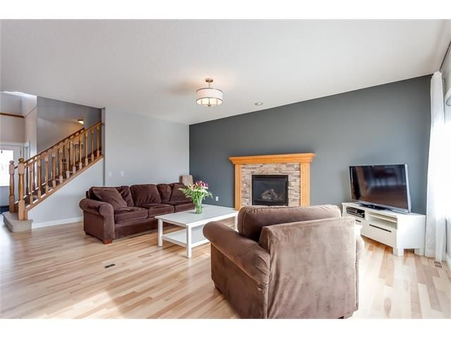 Photo 4: Photos: 46 PRESTWICK Parade SE in Calgary: McKenzie Towne House for sale : MLS®# C4103009