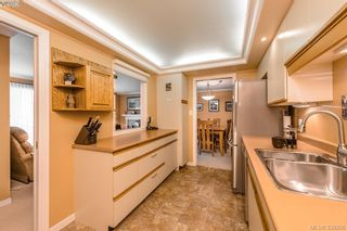 Photo 10: 205 1370 Beach Dr in VICTORIA: OB South Oak Bay Condo for sale (Oak Bay)  : MLS®# 675292