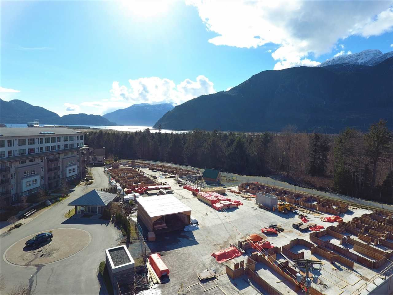 """Photo 5: Photos: 52 1188 MAIN Street in Squamish: Downtown SQ Townhouse for sale in """"SOLEIL AT COASTAL VILLAGE"""" : MLS®# R2166715"""
