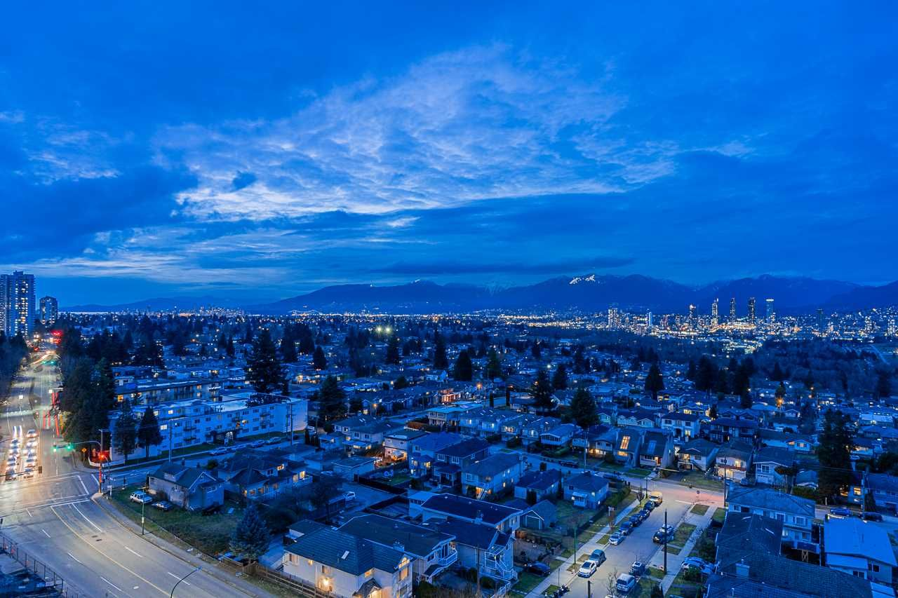 Main Photo: 1605 6070 MCMURRAY AVENUE in Burnaby: Forest Glen BS Condo for sale (Burnaby South)  : MLS®# R2549051