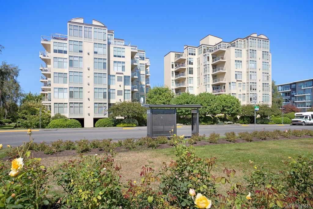 Main Photo: 480 188 Douglas St in Victoria: Vi James Bay Condo for sale : MLS®# 839643