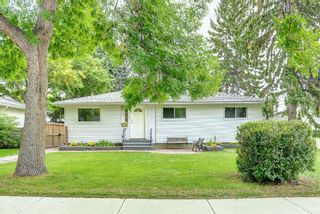 Photo 3: 90 Hounslow Drive NW in Calgary: Highwood Detached for sale : MLS®# A1145127