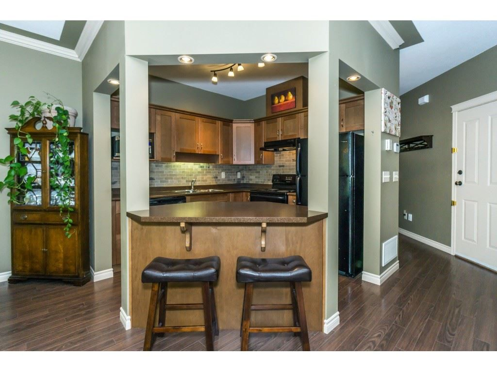 """Photo 12: Photos: 32 46840 RUSSELL Road in Sardis: Promontory Townhouse for sale in """"Timeber Ridge"""" : MLS®# R2359001"""
