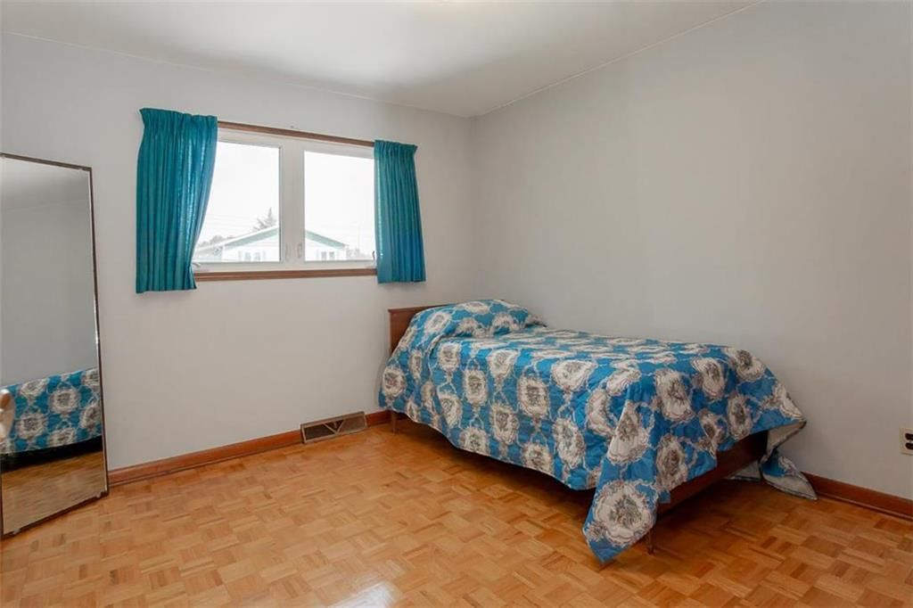 Photo 18: Photos: 128 Sterling Avenue in Winnipeg: Meadowood Residential for sale (2E)  : MLS®# 202011390