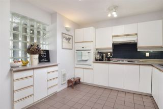 """Photo 11: 402 4688 W 10TH Avenue in Vancouver: Point Grey Condo for sale in """"WEST TENTH COURT"""" (Vancouver West)  : MLS®# R2556561"""