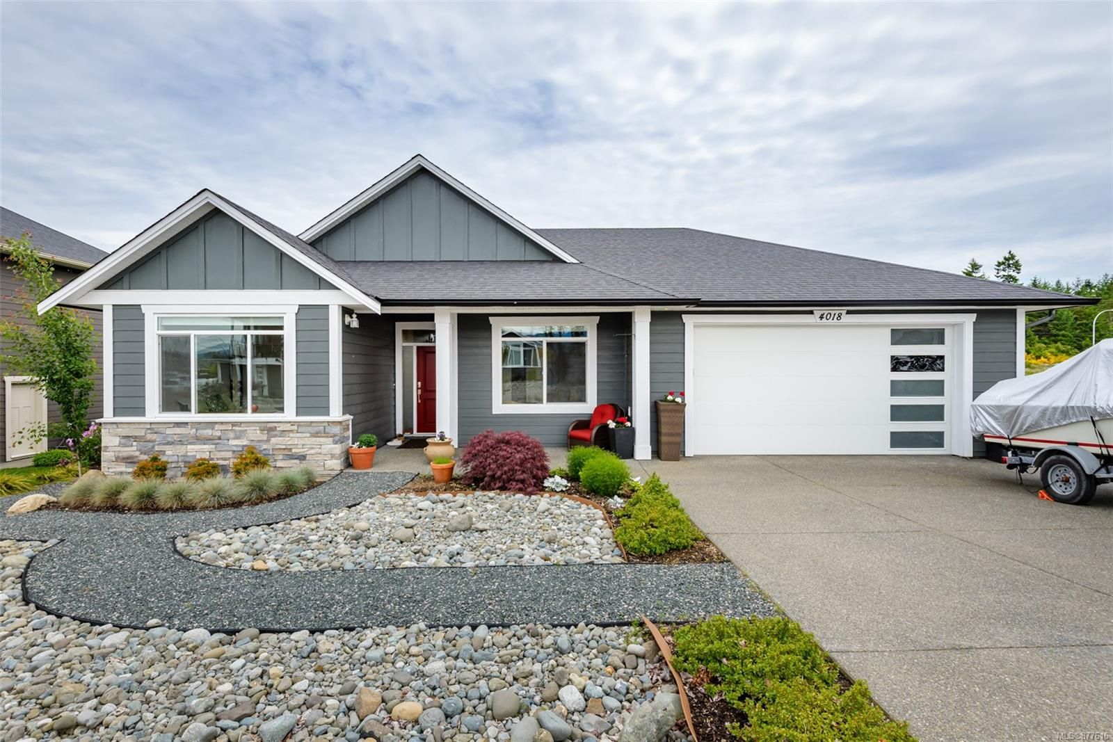 Main Photo: 4018 Southwalk Dr in : CV Courtenay City House for sale (Comox Valley)  : MLS®# 877616