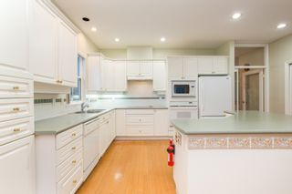 """Photo 8: 18 1711 140 Street in Surrey: Sunnyside Park Surrey Townhouse for sale in """"OCEANWODD"""" (South Surrey White Rock)  : MLS®# R2424486"""