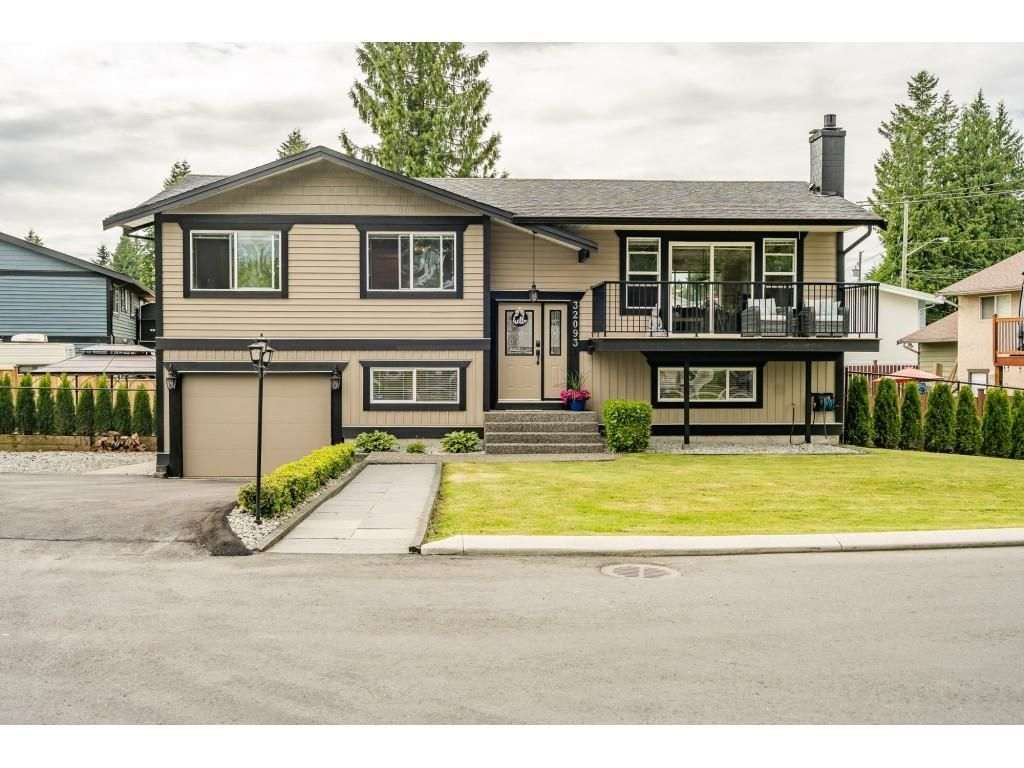 Main Photo: 32093 SANDPIPER Drive in Mission: Mission BC House for sale : MLS®# R2588043