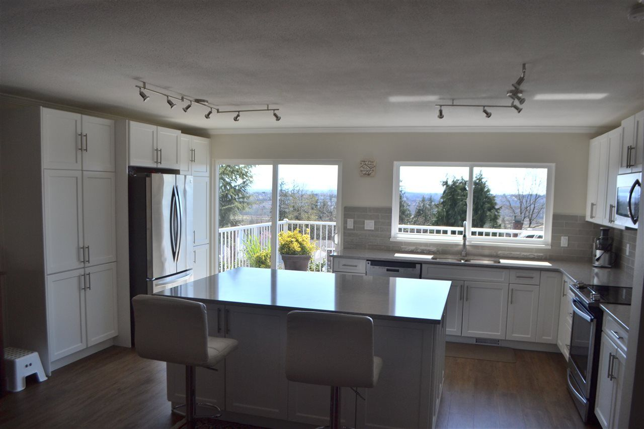Photo 7: Photos: 455 CARIBOO Crescent in Coquitlam: Coquitlam East House for sale : MLS®# R2566684