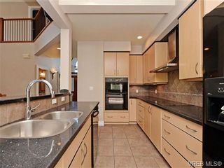 Photo 6: 108 Mills Cove in VICTORIA: VR Six Mile House for sale (View Royal)  : MLS®# 721999