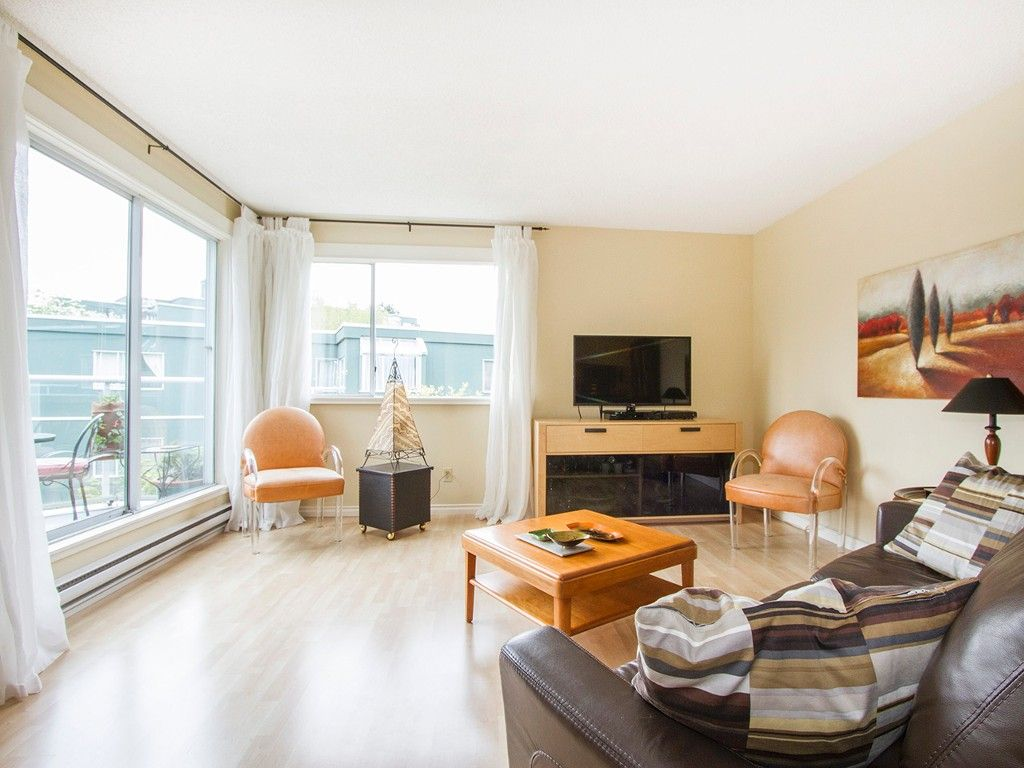 """Main Photo: 303 1540 MARINER Walk in Vancouver: False Creek Condo for sale in """"MARINER POINT"""" (Vancouver West)  : MLS®# V1121673"""