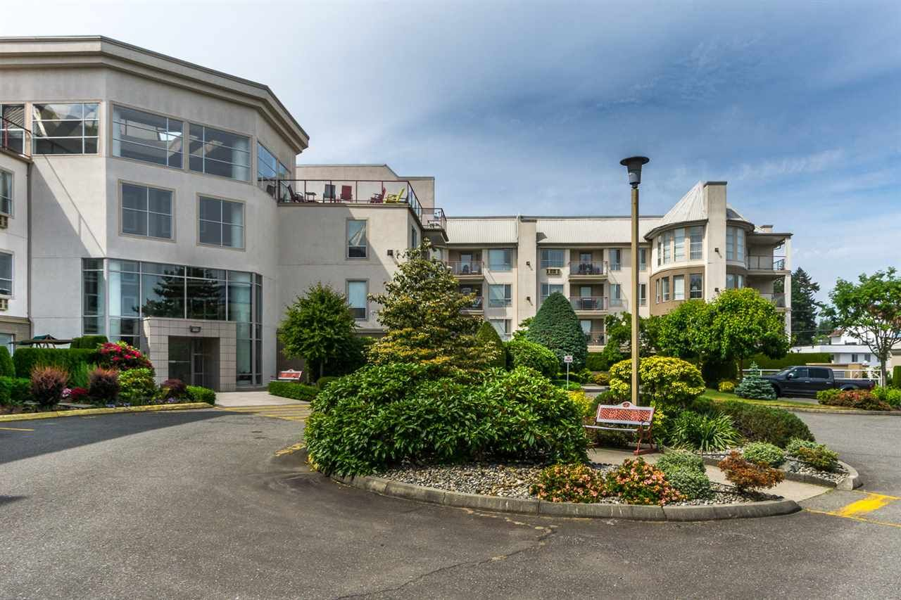 """Main Photo: 101 2626 COUNTESS Street in Abbotsford: Abbotsford West Condo for sale in """"Wedgewood"""" : MLS®# R2173351"""