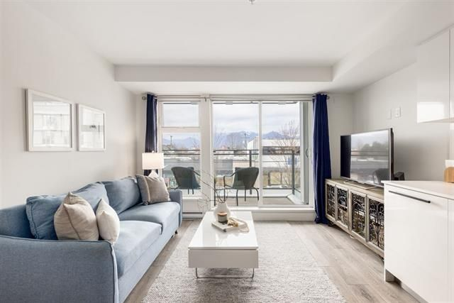 Main Photo: 215 630 E Broadway in Vancouver: Mount Pleasant VE Condo for sale (Vancouver East)  : MLS®# R2557830