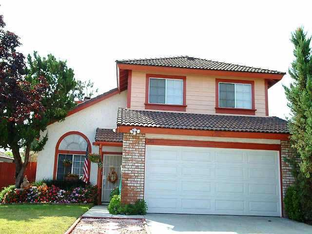 Main Photo: NORTH ESCONDIDO Residential for sale : 3 bedrooms : 2411 Heatherwood Court in Escondido