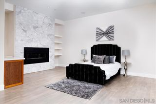 Photo 8: MISSION HILLS House for sale : 4 bedrooms : 807 Barr in San Diego