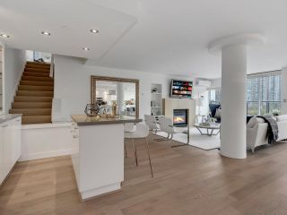 """Photo 13: 801 1383 MARINASIDE Crescent in Vancouver: Yaletown Condo for sale in """"COLUMBUS"""" (Vancouver West)  : MLS®# R2504775"""