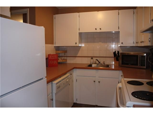 Photo 3: Photos: 3207 80 GLAMIS Drive SW in CALGARY: Glamorgan Condo for sale (Calgary)  : MLS®# C3568501