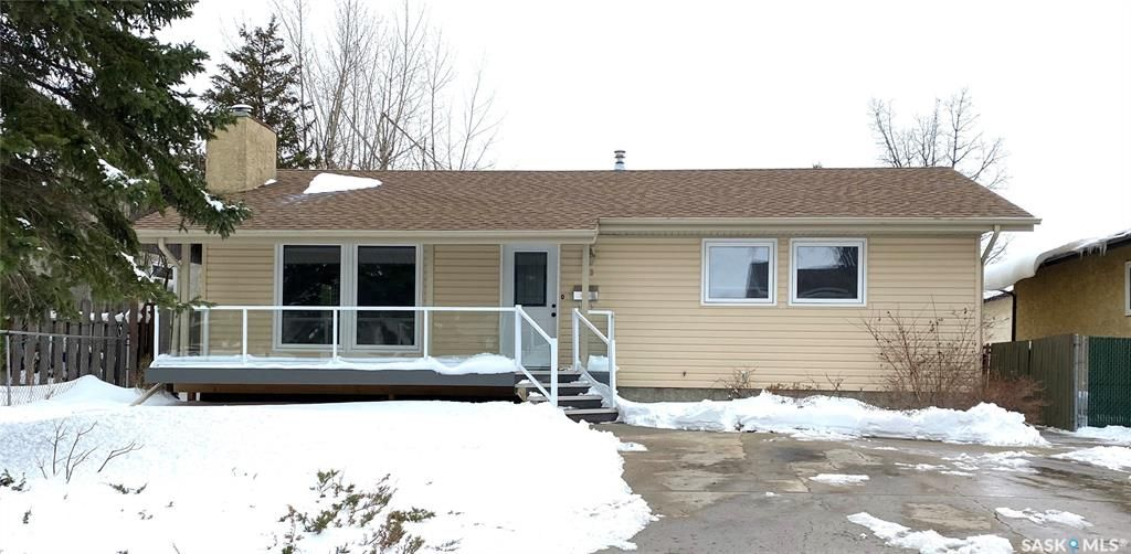 Main Photo: 23 GREENWOOD Crescent in Regina: Normanview West Residential for sale : MLS®# SK850564