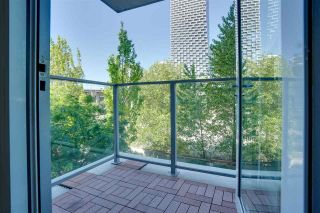 """Photo 6: 305 550 PACIFIC Street in Vancouver: Yaletown Condo for sale in """"AQUA AT THE PARK"""" (Vancouver West)  : MLS®# R2580655"""