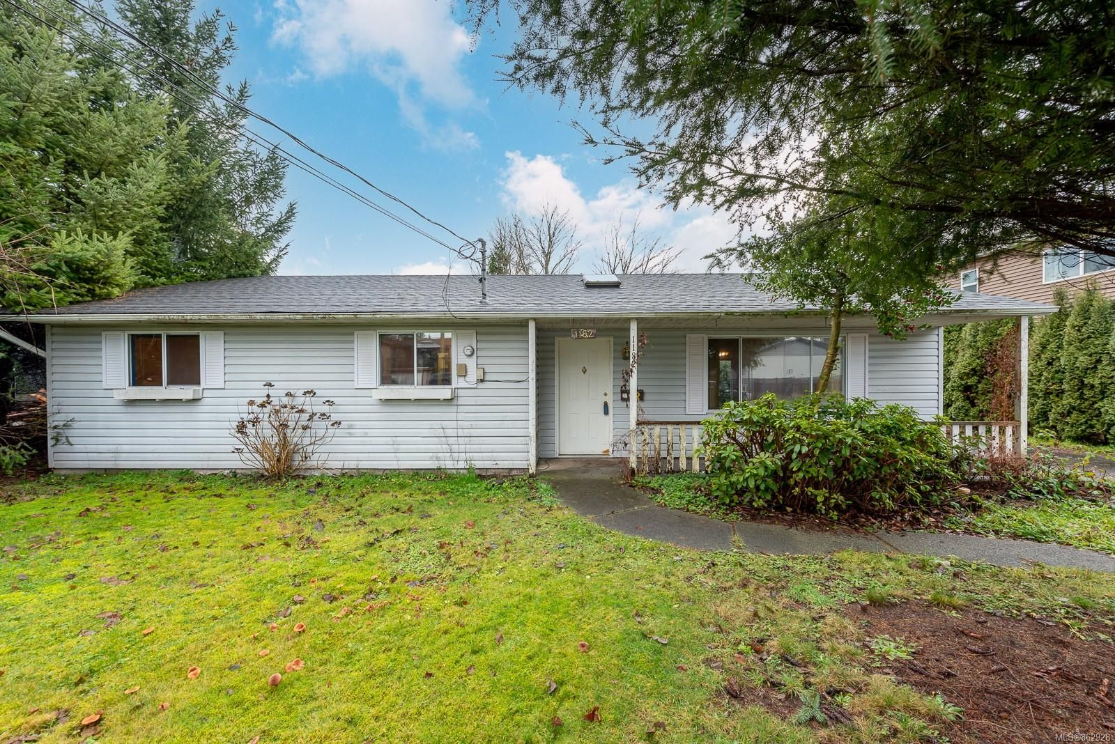 Main Photo: 1182 21st St in : CV Courtenay City House for sale (Comox Valley)  : MLS®# 862928