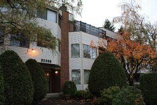 """Photo 1: 101 32098 GEORGE FERGUSON Way in Abbotsford: Abbotsford West Condo for sale in """"HEATHER COURT"""" : MLS®# F2925431"""