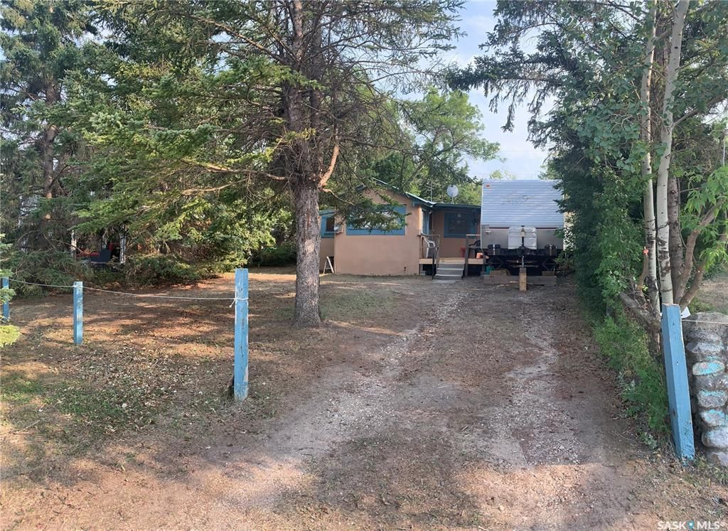 Main Photo: 610 MacLachlan Avenue in Manitou Beach: Residential for sale : MLS®# SK865467