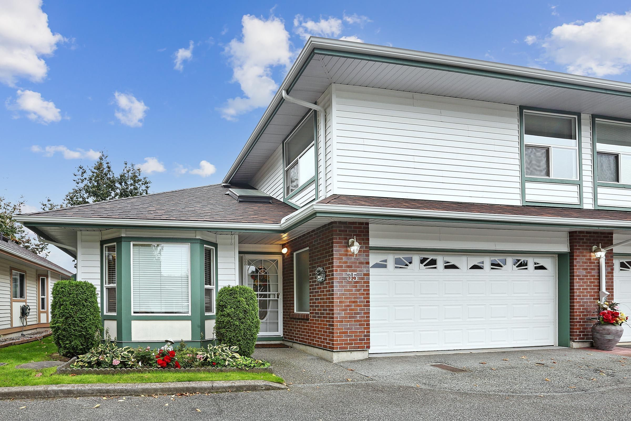 """Main Photo: 35 18939 65 Avenue in Surrey: Cloverdale BC Townhouse for sale in """"GLENWOOD GARDENS"""" (Cloverdale)  : MLS®# R2616293"""
