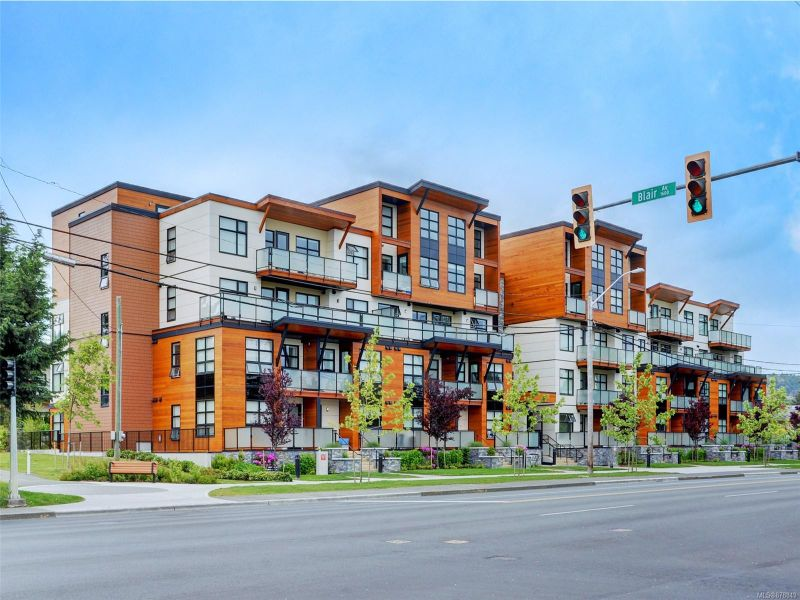 FEATURED LISTING: 301 - 4000 Shelbourne St