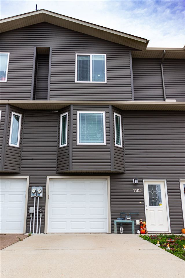 Main Photo: 1104 13 Street: Cold Lake Attached Home for sale : MLS®# E4264410