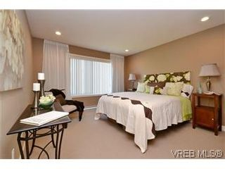 Photo 5: 3211 Ernhill Pl in VICTORIA: La Walfred Row/Townhouse for sale (Langford)  : MLS®# 590123