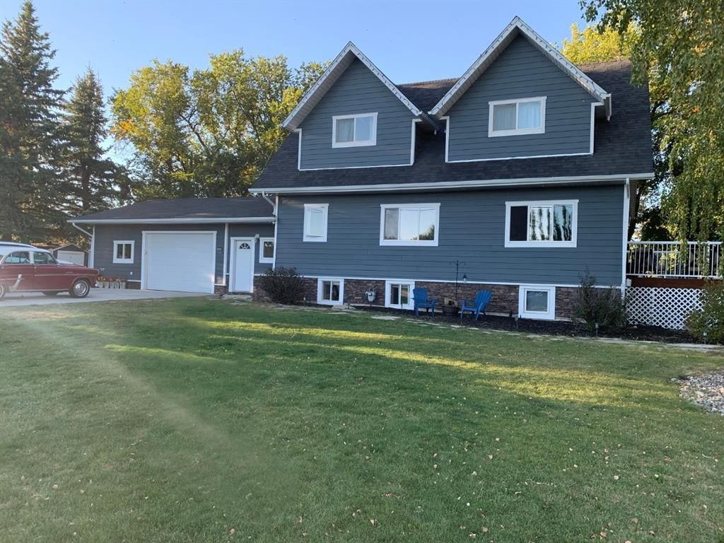 Main Photo: 589 6 Street in Cardston: NONE Residential for sale : MLS®# A1078772