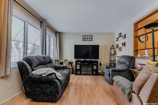 Photo 3: 450 Montreal Avenue South in Saskatoon: Meadowgreen Residential for sale : MLS®# SK841221