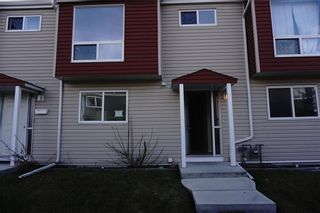 Photo 2: 45 5425 PENSACOLA Crescent SE in Calgary: Penbrooke Meadows Row/Townhouse for sale : MLS®# C4219142