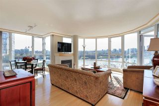 "Photo 2: 902 1067 MARINASIDE Crescent in Vancouver: Yaletown Condo for sale in ""QUAYWEST TWO"" (Vancouver West)  : MLS®# R2004364"