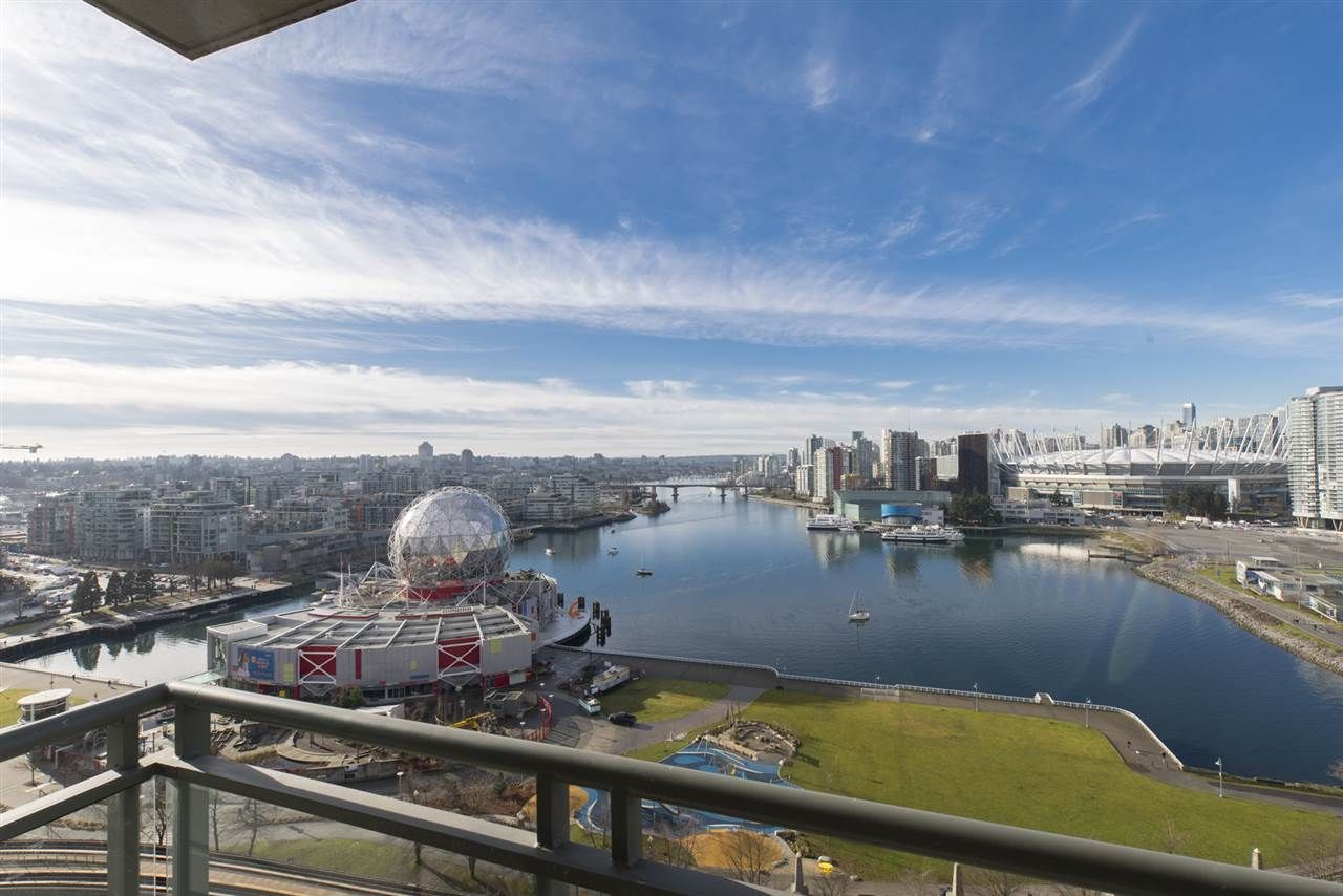 """Main Photo: 1905 1128 QUEBEC Street in Vancouver: Mount Pleasant VE Condo for sale in """"THE NATIONAL"""" (Vancouver East)  : MLS®# R2232561"""